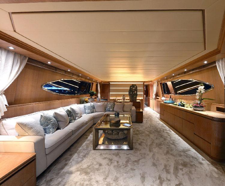 https://www.amayayacht.com/wp-content/uploads/2018/08/amaya-interior.jpg