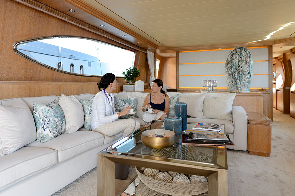 https://www.amayayacht.com/wp-content/uploads/2019/01/yacht-broker.jpg